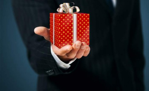 Corporate Gift Giving: Reflections on the Yuletide Season